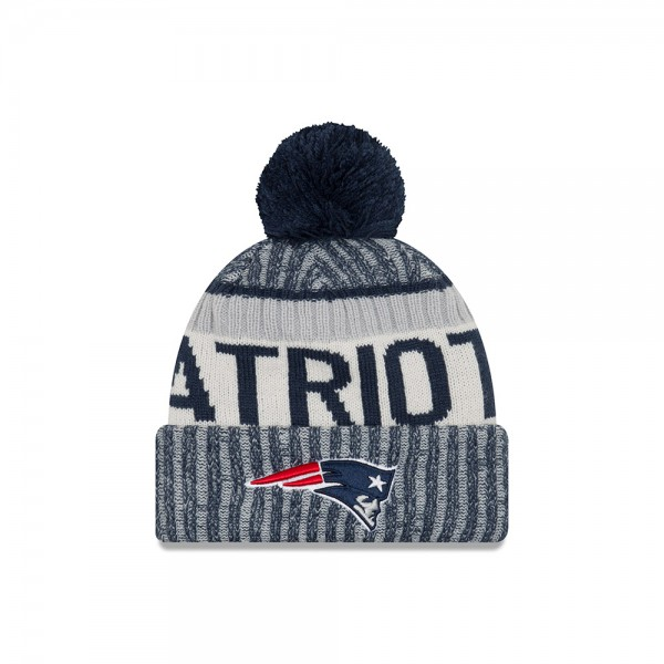 New England Patriots  NFL Sideline 2017 Bobble Beenie Grey Black Red Blue OTC von New Era  Frontside