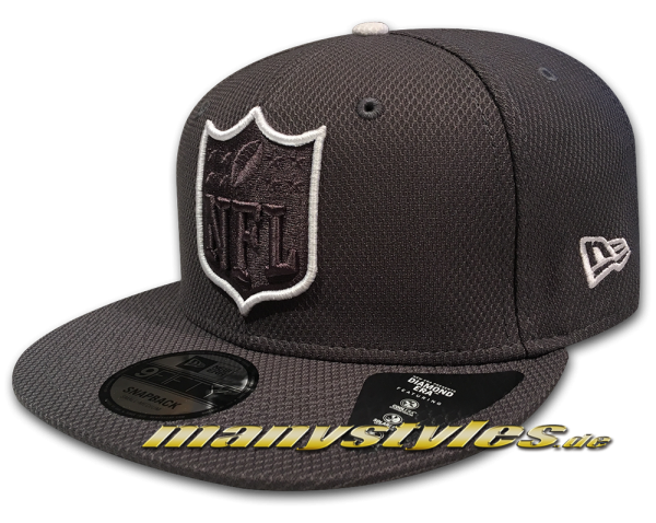 NFL Team Outline 9Fifty Shield Logo Diamond Era Snapback Cap Graphite Grey Black White von New Era