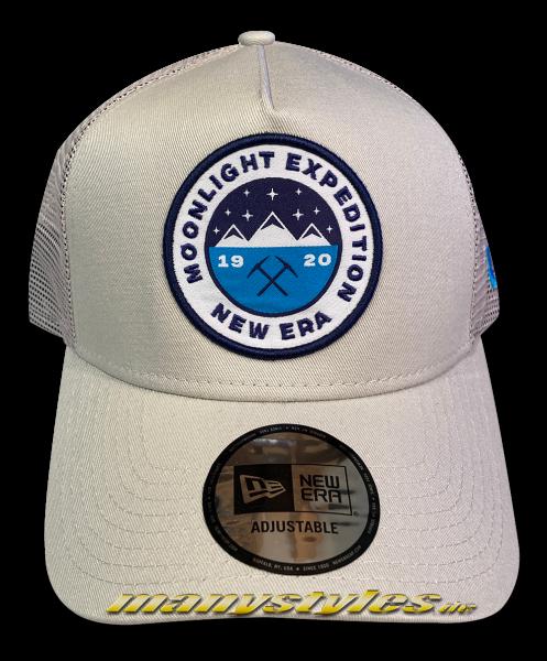 New Era Licenced Moonlight Expedition 9FIFTY Adjustable Curved Visor Trucker Snapback Cap in Stone Grey von New Era