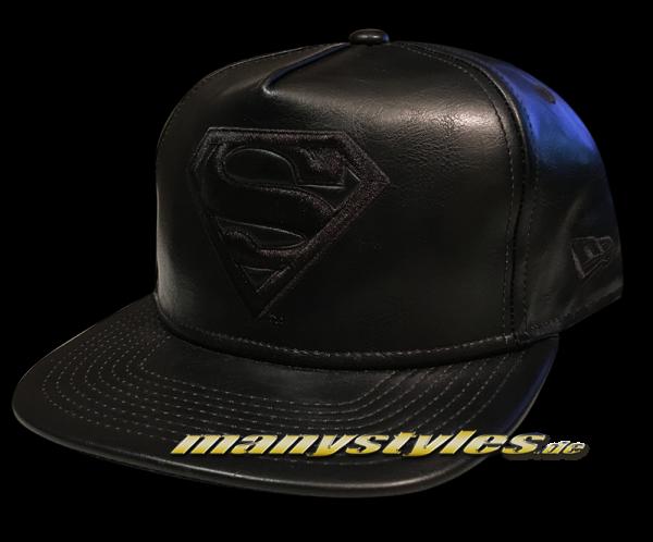 Superman DC Comic 9FIFTY Original Fit PU Bevel Snapback Cap in Black on Black von New Era
