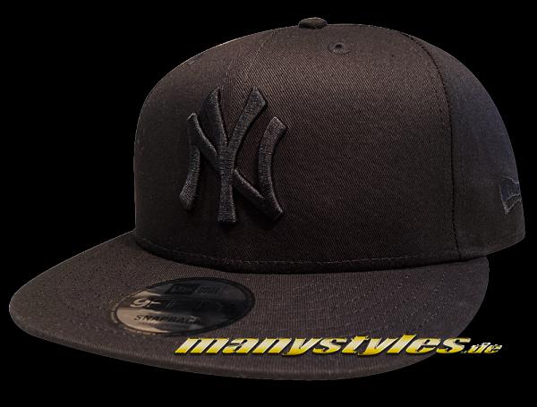 NY Yankees MLB 9FIFTY League Essential Tonal Snapback Cap 950 Black on Black von New Era