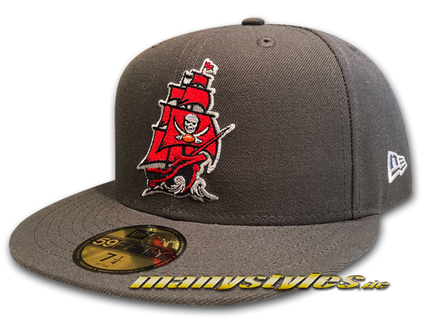 manystyles exclusive Tampa Bay Buccaneers 59FIFTY NFL Classic Pirate Ghost Ship Cap in Dark Pewter Red OTC von New Era Front